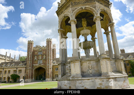 The Fountain and the Great Gate in the Great Court, Trinity College, Cambridge University, Cambridge, UK - Stock Photo