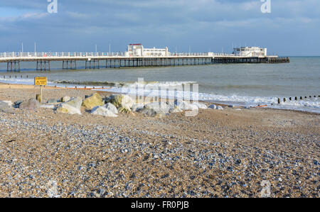Worthing beach and pier in Worthing, West Sussex, England, UK. - Stock Photo