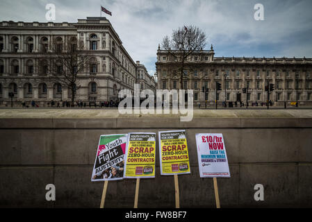 London, UK. 1st April, 2016. Fast Food Rights protest against the National Living Wage outside Downing Street demanding - Stock Photo