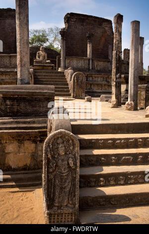 Sri Lanka, Polonnaruwa, Quadrangle, Vatadage, guardstone and central Buddha - Stock Photo
