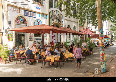 Sidewalk cafe Green Bar in the Zona Colonial old town, Santo Domingo, Dominican Republic - Stock Photo