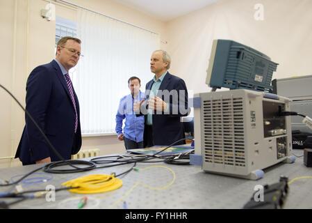 Kazan, Russia. 20th Apr, 2016. Scientist Segey Moiseyev shows Thuringian State Premier Bodo Ramelow (L) a laboratory - Stock Photo