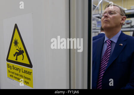 Kazan, Russia. 20th Apr, 2016. Thuringian State Premier Bodo Ramelow stands in a laser laboratory at the Technical - Stock Photo