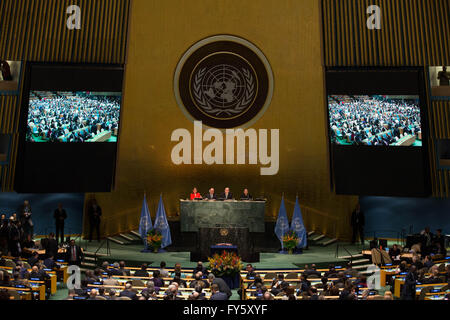 United Nations, New York, USA. 22nd Apr, 2016. Photo taken on April 22, 2016 shows the signing ceremony of Paris - Stock Photo