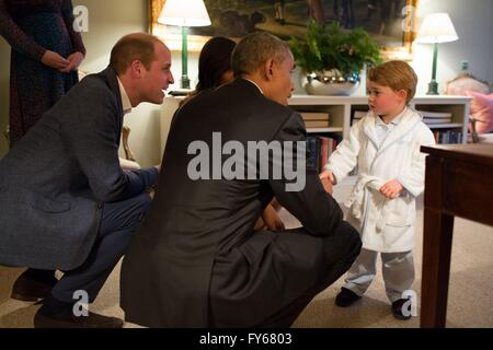 London, UK. 22nd Apr, 2016. U.S President Barack Obama is introduced to Prince George in his bathrobe and pajamas - Stock Photo