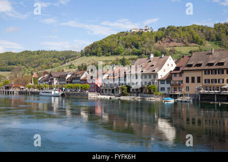 Bank of the Rhine River with a boat landing and Burg Hohenklingen Castle, Stein am Rhein, High Rhine, Canton of - Stock Photo