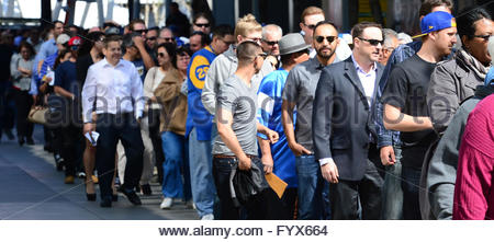 Los Angeles, California, USA. 28th Apr, 2016. Hundreds of fans line up to enter the Los Angeles Rams Official 2016 - Stock Photo