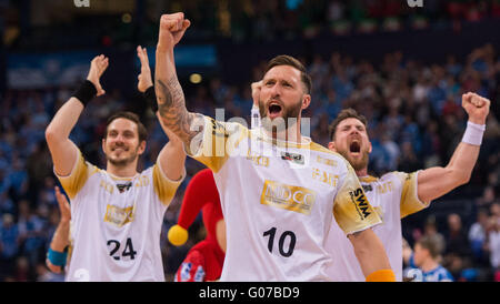 Hamburg, Germany. 30th Apr, 2016. Magdeburg's Michael Haass (l-r), Fabian van Olphen and Jacob Bagersted celebrate - Stock Photo