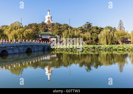 The white tower and its reflection in Beihai lake, in Beijing, China. - Stock Photo