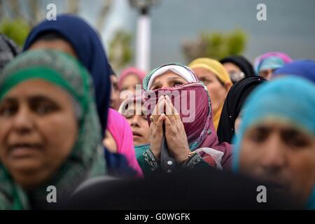 Srinagar, Kashmir. 05th May, 2016. Mehraj-ul-Alam celebrated with religious fervour, gaiety Credit:  Saqib Majeed/Alamy - Stock Photo