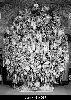 Entitled: 'Room with Christmas tree - Harold Lloyd Estate, Beverly Hills, Los Angeles County, CA.' A Christmas tree - Stock Photo