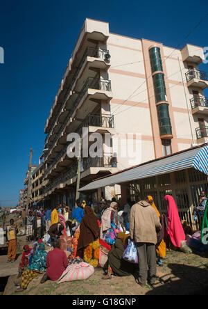 Women selling khat in the market near harar, Harari region, Awaday, Ethiopia - Stock Photo