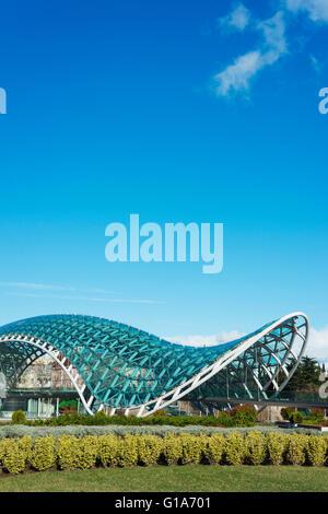 Eurasia, Caucasus region, Georgia, Tbilisi, Bridge of Peace on Mtkvari river - Stock Photo