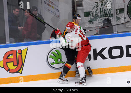 St. Petersburg, Russia. 13th May, 2016. Kristian Khenkel of Belarus (front) vies with Philip Gogulla of Germany - Stock Photo