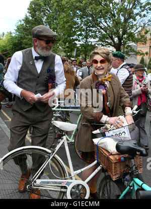 London, UK. 14th May, 2016. Participants are seen ahead of the annual Tweed Run in London, Britain on May 14, 2016. - Stock Photo