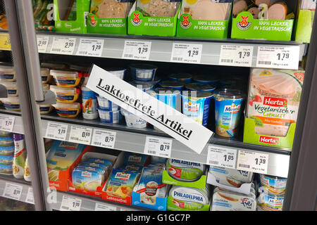 Label in German for Lactose free refrigerated fresh products in a supermarket. - Stock Photo