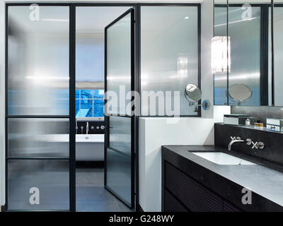 Bathroom. West London Villa, LONDON, United Kingdom. Architect: Stiff + Trevillion Architects, 2015. - Stock Photo