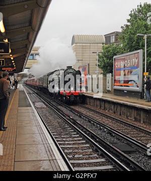 Feltham, Hounslow, London, UK. 1st June 2016. The Flying Scotsman billowing steam passes through Feltham station, - Stock Photo