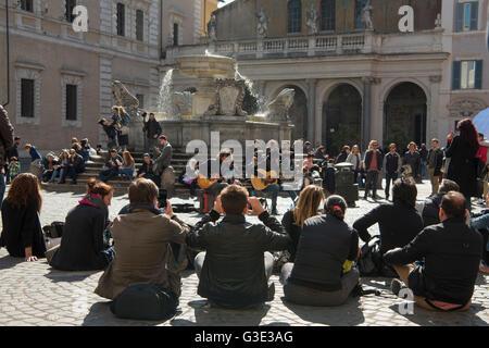 Italien, Rom, Trastevere, Piazza di Santa Maria in Trastevere - Stock Photo