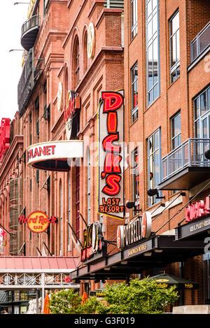 Dick's Last Resort restaurant, 621 East Pratt Street, Inner Harbor, Baltimore, MD - Stock Photo