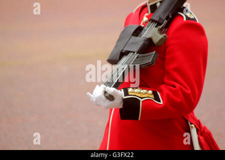 London, UK. 11th June, 2016. Guardsman in The Mall Credit:  Chris Carnell/Alamy Live News - Stock Photo