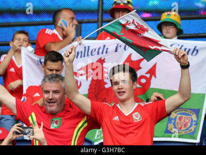 Paris, France. 25th June, 2016. Welsh fans cheer ahead of the UEFA Euro 2016 Round of 16 football match against - Stock Photo