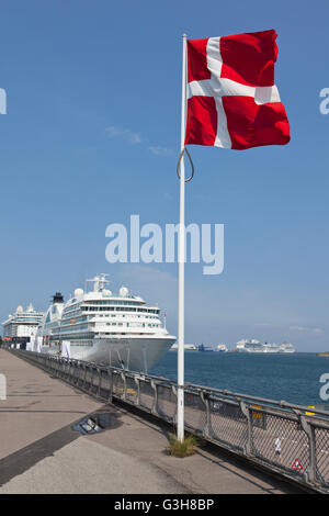 Copenhagen Harbour, Denmark. 25th June, 2016. MS Seabourn Quest and MS Mein Schiff 4 moored at Langelinie. A record - Stock Photo