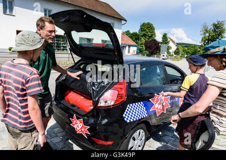 Family with hired car packing, Germany, Bayern, Bavaria, Oberpfalz, Upper Palatinate, Walderbach - Stock Photo