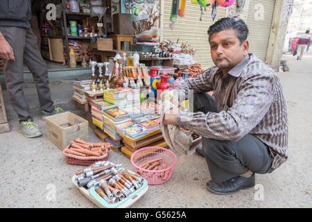 Haschisch Pfeifen werden offen verkauft. Nawalgarh, Rajasthan, Indien - Stock Photo