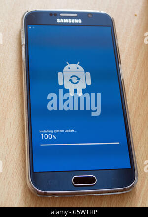 A Samsung Galaxy S6 is updated to the latest android software - Stock Photo