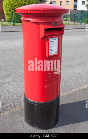 Red Royal Mail pillar box, Wellington Road, Edgbaston, Birmingham, West Midlands, England, United Kingdom - Stock Photo