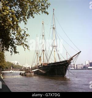 Transport - HMS Discovery - London - Stock Photo