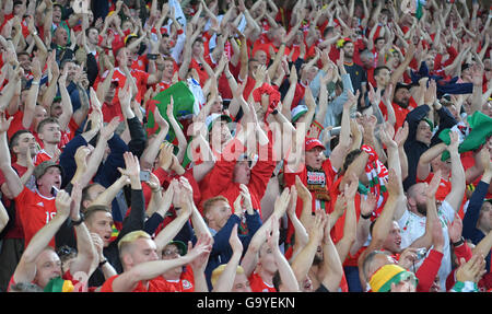 Lille Metropole, France. 01st July, 2016. Supporters of Wales celebrate the team after the UEFA EURO 2016 quarter - Stock Photo