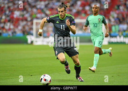 Lyon, France. 6th July, 2016. Gareth Bale charges forward for Wales  during the first half of the Euro 2016 Semi - Stock Photo