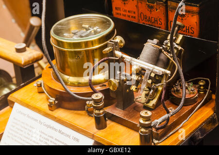England, Oxfordshire, Oxford, Museum of the History of Science, Display of Marconi's Coherer Wireless Receiver dated - Stock Photo