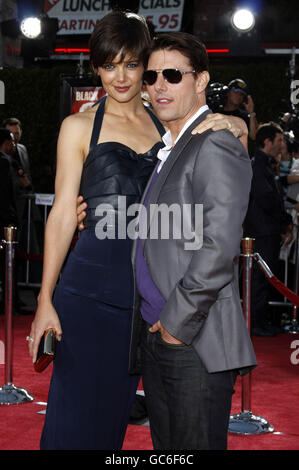 11/08/2008 - Westwood - Katie Holmes and Tom Cruise at the Los Angeles Premiere of 'Tropic Thunder' held at the - Stock Photo