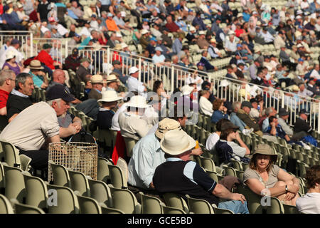 Cricket - Liverpool Victoria County Championship - Division One - Day One - Warwickshire v Yorkshire - Edgbaston - Stock Photo