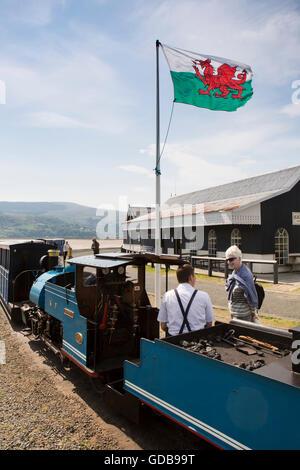 UK, Wales, Gwynedd, Penrhyn Point, Fairbourne Miniature Railway train at Barmouth Ferry station, driver talking - Stock Photo
