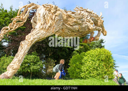 Knutsford, UK. 21st July, 2016. UK Weather: RHS Tatton Park Flower Show Exhibits.  'The Launch' sculpture of a magnificent - Stock Photo