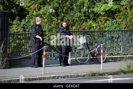 Zirndorf, Germany. 27th July, 2016. Policemen standing near the preliminary reception centre for refugees in Zirndorf, - Stock Photo