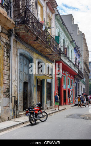 Street scene in Old Havana (La Habana Vieja), Cuba - Stock Photo
