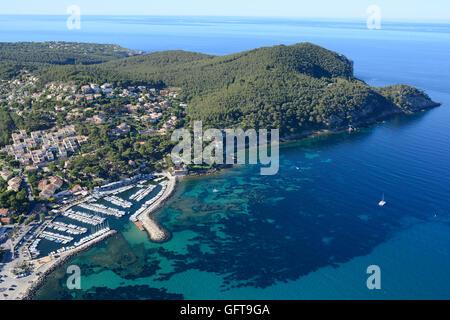 SMALL MARINA AND WOODY PENINSULA (aerial view). La Madrague Marina, Saint-Cyr-sur-Mer, Var, Provence, France. - Stock Photo
