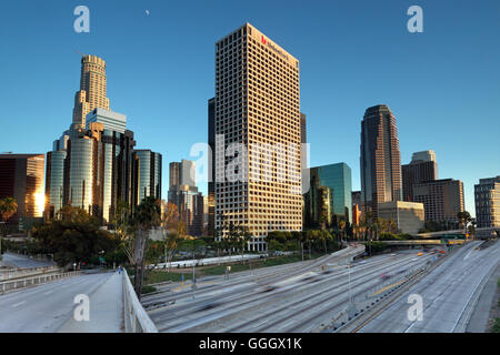 geography / travel, USA, California, Los Angeles, downtown Los Angeles, 4th Street Bridge, harbour Freeway (I-110), - Stock Photo
