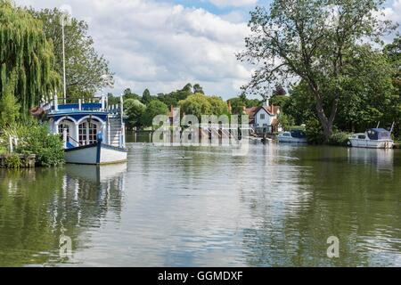 A serene setting on the River Thames in South Oxfordshire - Stock Photo