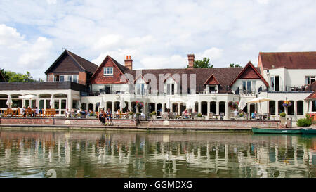 The Swan at Streatley is a country pub & Hotel on the banks of the River Thames in South Oxfordshire. - Stock Photo