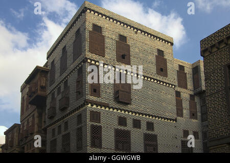 Mashrabiya windows, of a different type of turned wood whether Sahrili or Maymouni decorate the Facade of 18th century - Stock Photo