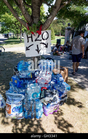 Bottled water station at the Phil Castle police killing protest in front of the governor's mansion. St Paul Minnesota - Stock Photo