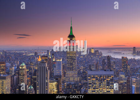 USA, New York, New York City, Empire State Building and Midtown Manhattan Skyline - Stock Photo