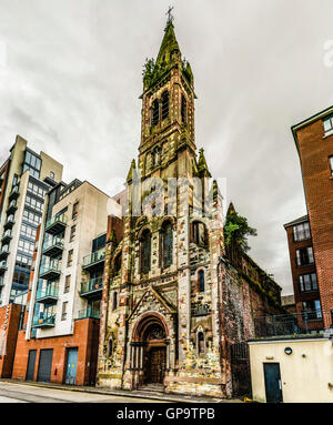 St. Joseph's Chapel, a Roman Catholic church in Belfast's Sailortown area which has closed due to falling congregation - Stock Photo