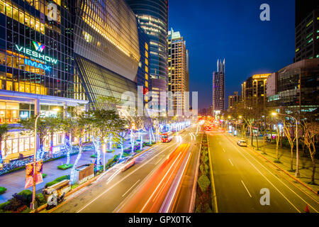 Modern buildings and street at night at Banqiao, in New Taipei City, Taiwan. - Stock Photo